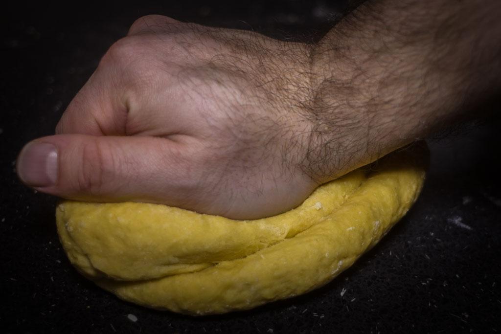 Kako pripremiti svježu tjesteninu (tagliatelle) - miješanje rukom