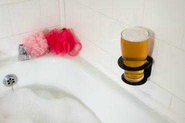 Svaka gospodska kupaonica treba držač šampona, asesoara za njegu brade i pive