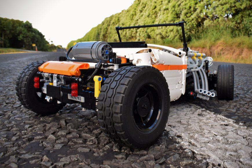 Technic-Pneumatic-V8-Hot-Rod-By-Green-Gecko-Workshop-3