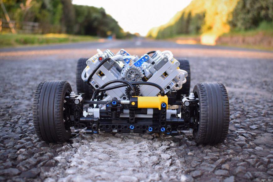 Technic-Pneumatic-V8-Hot-Rod-By-Green-Gecko-Workshop-4